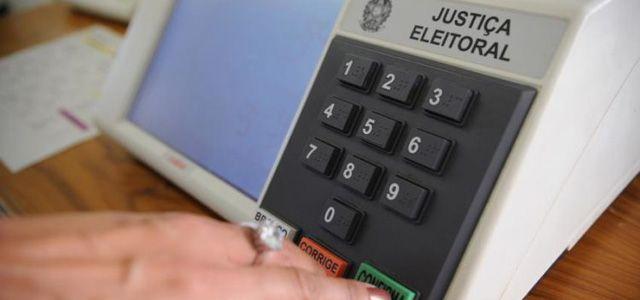 Resultado de imagem para imagens de Chapa indefinida e facadas . O que esperar da corrida eleitoral em 2018 (*).